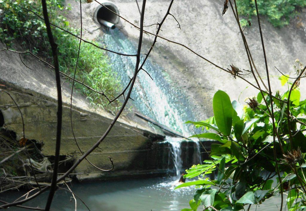 Xả thải nước thải y tế ra ngoài tự nhiên